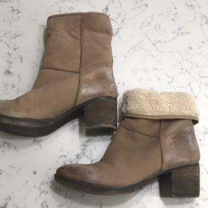 Report Signature fleece Booties.  Size 9